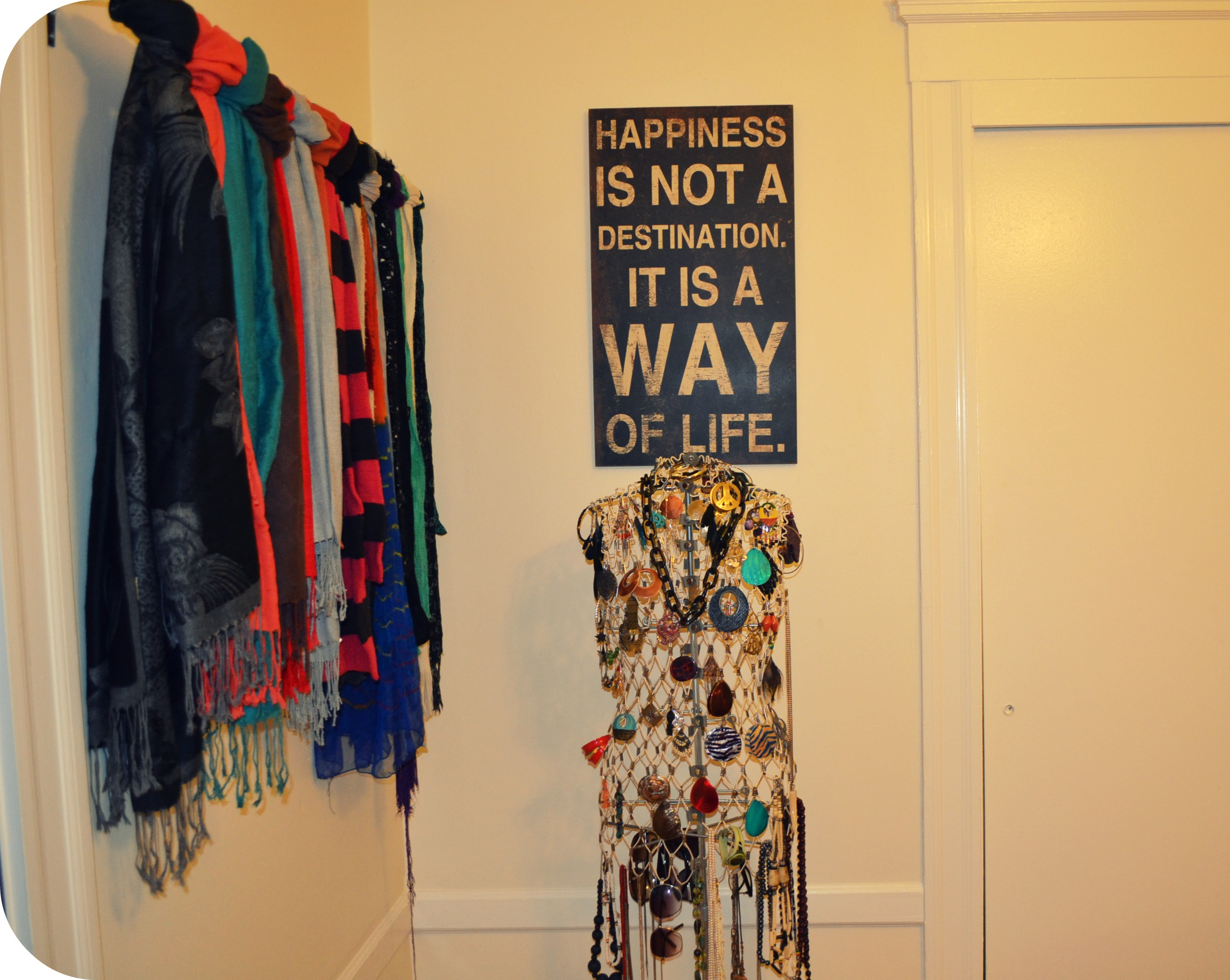 DIY: A simple solution for those of us with too many scarves |
